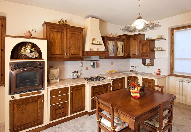 Cucine e mobili in legno el di ghelli mario for Pensili cucina in muratura